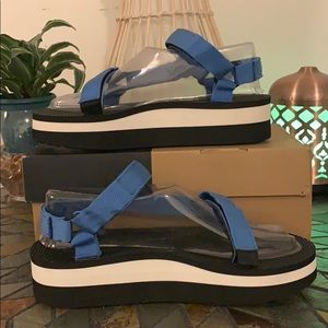Teva  French Blue flatform Sandals Size 9/40 NWB